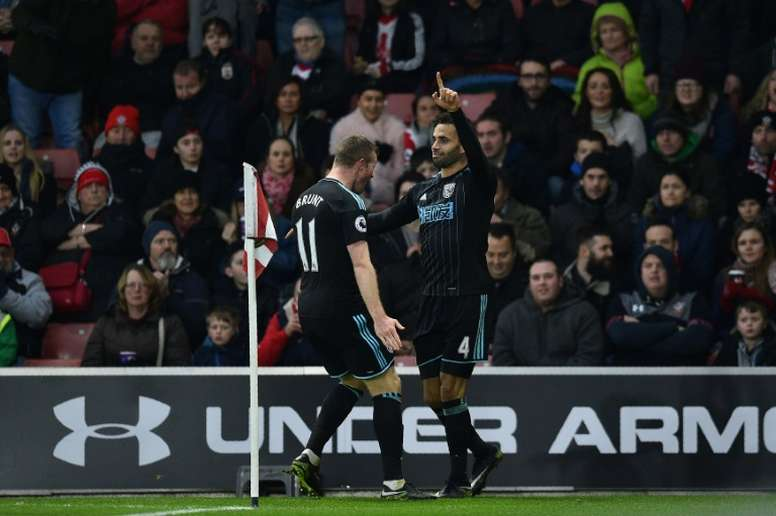 West Bromwich Albions striker Hal Robson-Kanu (R) celebrates scoring his teams second goal during the English Premier League football match between Southampton and West Bromwich Albion on December 31, 2016