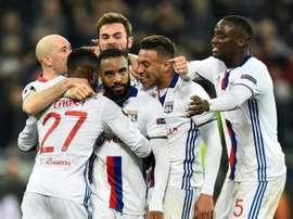 Lyon deu a volta e venceu o Besiktas por 2-1. AFP