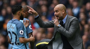 Manchester City's manager Pep Guardiola (R) gives instructions to defender Gael Clichy. AFP