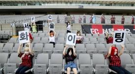 El Seoul, multado por sus muñecas sexuales en las gradas. AFP