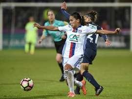 Lyons Amel Majri (L) vies with Paris Saint-Germains Veronica Boquete
