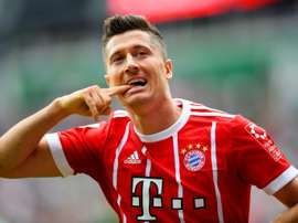 Lewandowski bisou e voltou aos gols. AFP