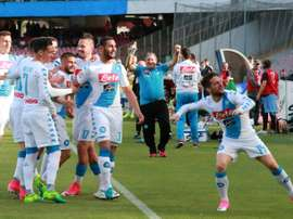 Napoli bateu o Cagliari por 3-1 na 35ª rodada do campeonato italiano. AFP
