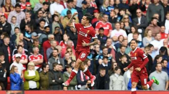 Coutinho hizo un gol y dio otro. AFP