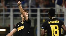 El Inter salvó los muebles en el alargue. AFP