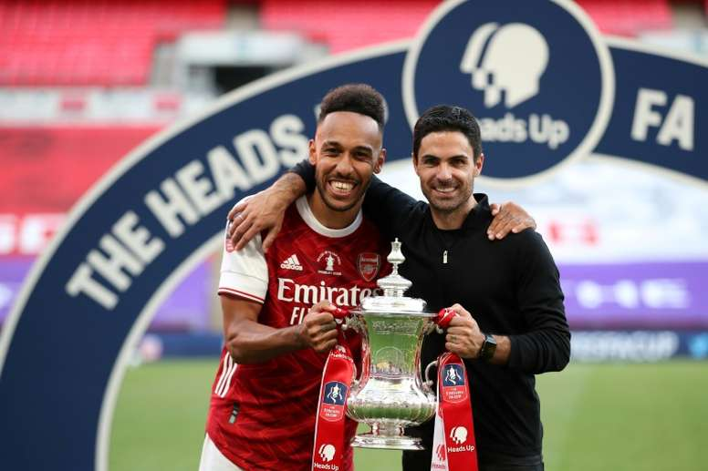 Mikel Arteta thinks Aubameyang (L) will stay at Arsenal. AFP
