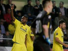 Villarreal forward Cedric Bakambu (L) celebrates his goal during the Europa League football match against Dinamo Minsk in Villarreal on October 22, 2015