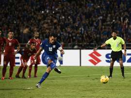 Thailands Teerasil Dangda attempts to score a penalty, but fails, during their AFF Suzuki final. AFP