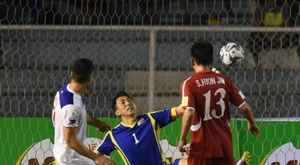 Iain Ramsay (L) of the Philippines scores the third goal against North Korea. BeSoccer