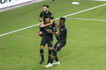 Vela puso fecha a su fin en la MLS y deslizó una posible vuelta a Europa. AFP