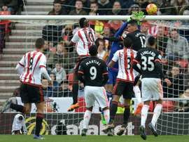Mannone (in blue) pulls off a save against Manchester United. BeSoccer