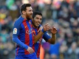 Luis Suarez et Lionel Messi fêtent un but face à Las Palmas en Liga. AFP