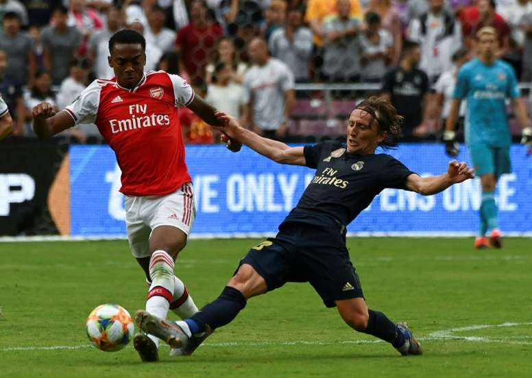 Arsenal midfielder Joe Willock has signed a new contract. AFP