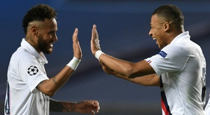 Neymar (L) always believed PSG could fight back v Atalanta. AFP