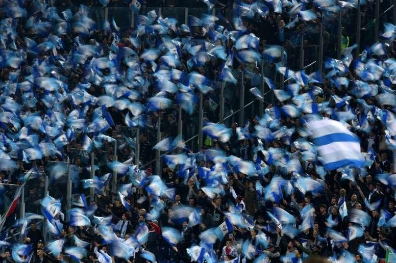 Los ultras de la Lazio han vuelto a ensuciar el buen nombre del fútbol. AFP/Archivo