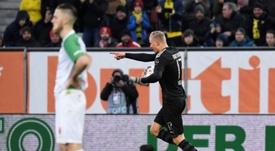 Haaland hizo un 'hat trick' en su debut. AFP