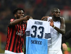Franck Kessie and Tiemoue Bakayoko lifted the jersey of Francesco Acerbi after beating Lazio. AFP