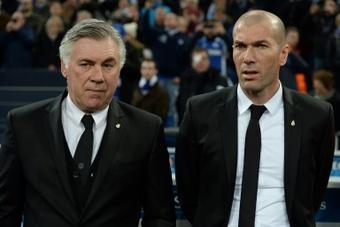 Las diferencia entre Acelotti y Zidane. AFP