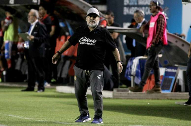 Argentina great Maradona undergoes successful knee surgery