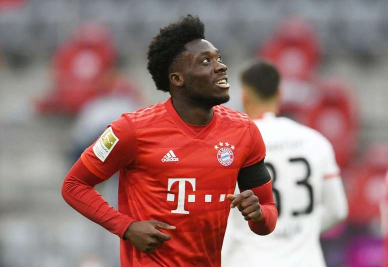 Davies is a doubt for the Barca game. AFP
