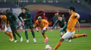 Li Hang's penalty saw Wuhan Zall stay in the Chinese Super League. AFP
