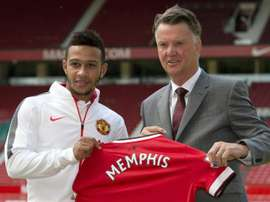 Dutch midfielder Memphis Depay (L) poses for a photograph with Manchester Uniteds Dutch manager Louis van Gaal as he is officially unveiled as a Manchester United player at Old Trafford stadium in Manchester, England, July 10, 2015