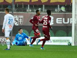 Marseille held at Metz as Mandanda hobbles off injured. AFP
