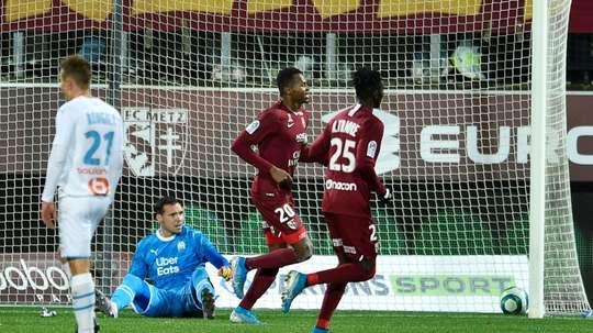 Marseille held at Metz as Mandanda hobbles off injured. AFP