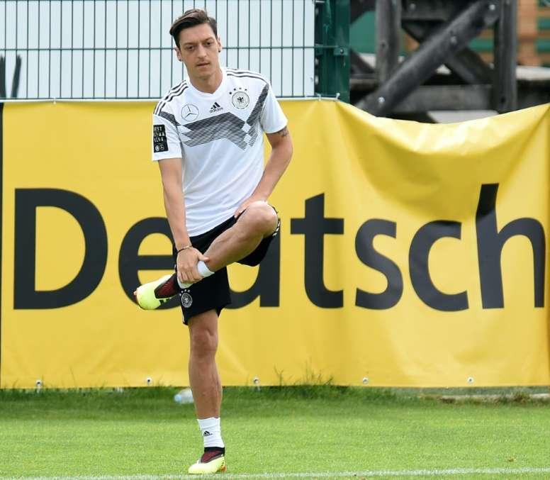 Effenberg pidió la expulsión de los futbolistas. AFP
