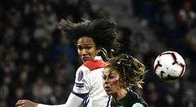 Las francesas se llevaron la victoria 2-1. AFP