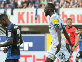 Harit's late strike moves Schalke level with leaders Leipzig