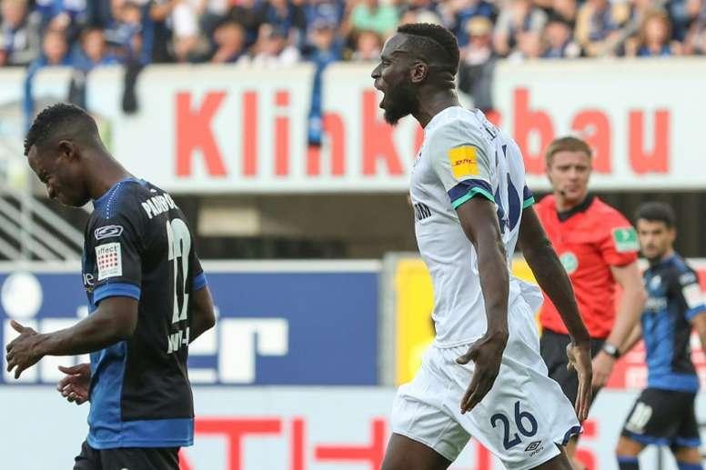 Harit's late strike moves Schalke level with leaders Leipzig