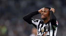 Santos ha tomado una decisión: Robinho, fuera. AFP