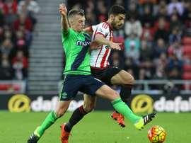 Jordi Gómez (d), jugará cedido en el Blackburn Rovers por el Sunderland. AFP
