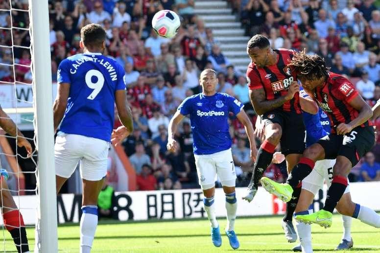 O West Ham está disposto a brigar com Mou por Callum Wilson.