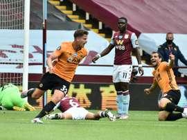 Leander Dendoncker (C) gave Wolves a 0-1 victory at Aston Villa. AFP