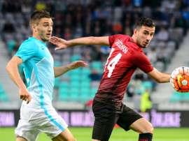 El turco tiene contrato con el Besiktas hasta 2018. AFP