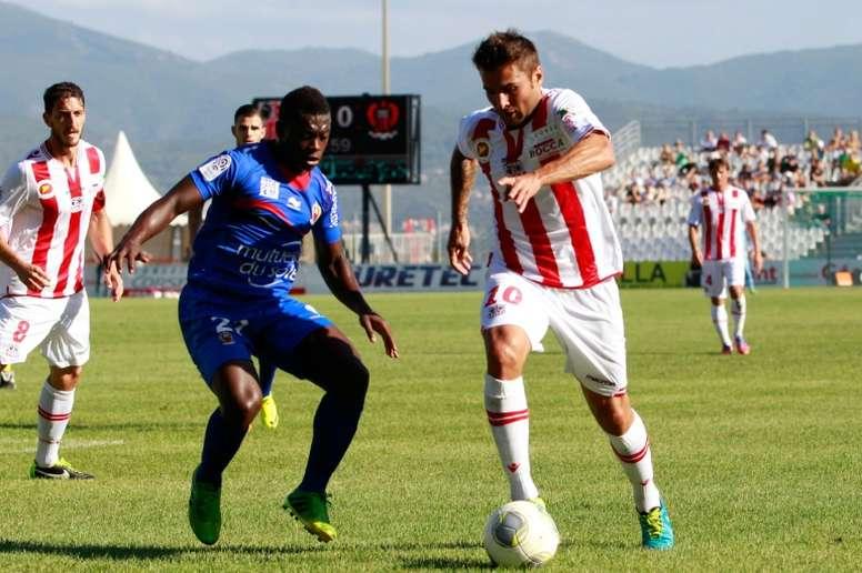 Mutu, en su etapa como jugador, ahora intenta triunfar como técnico. AFP