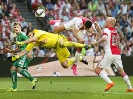 Ajax Amsterdams Dutch striker Anwar El Ghazi (2nd-R) challenges Rapid Wiens Slovakian goalkeeper Jan Novota (2nd-L) during the UEFA Champions League third qualifying round football match at the Amsterdam Arena on August 4, 2015