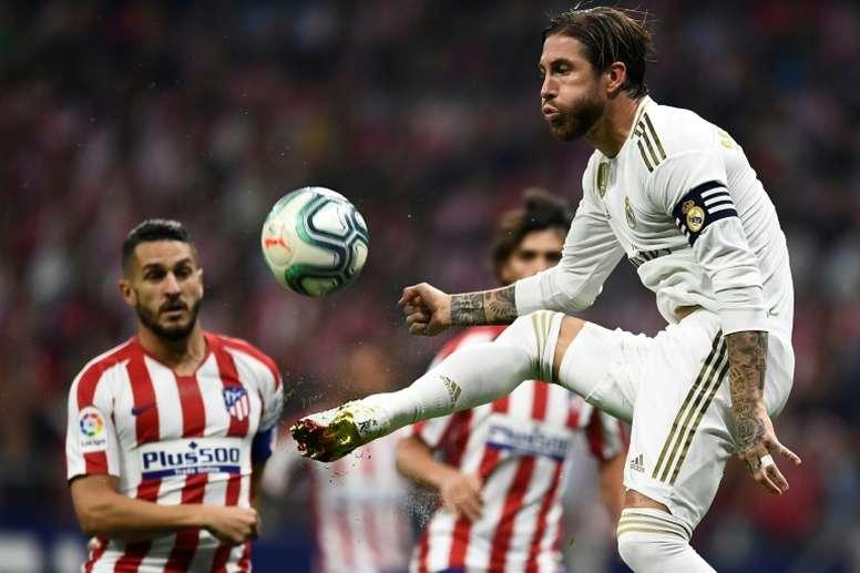 LaLiga denuncia cánticos contra Piqué, Ramos, Joao Félix y Mateu Lahoz. AFP