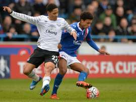 Evertons Steven Pienaar (left) challenges Carlisle Uniteds Brandon Comley during their English FA Cup fourth round match at Brunton Park, north-west England, on January 31, 2016