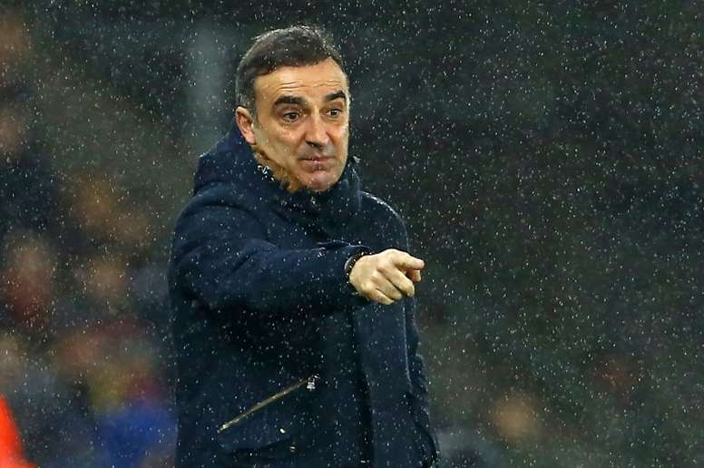Swansea ainda depende de si para ficar na Premier League. EFE