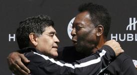 Pelé se acordó de Maradona. AFP