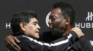 Pele (R) wished Diego Maradona (L) a happy birthday on Friday. AFP