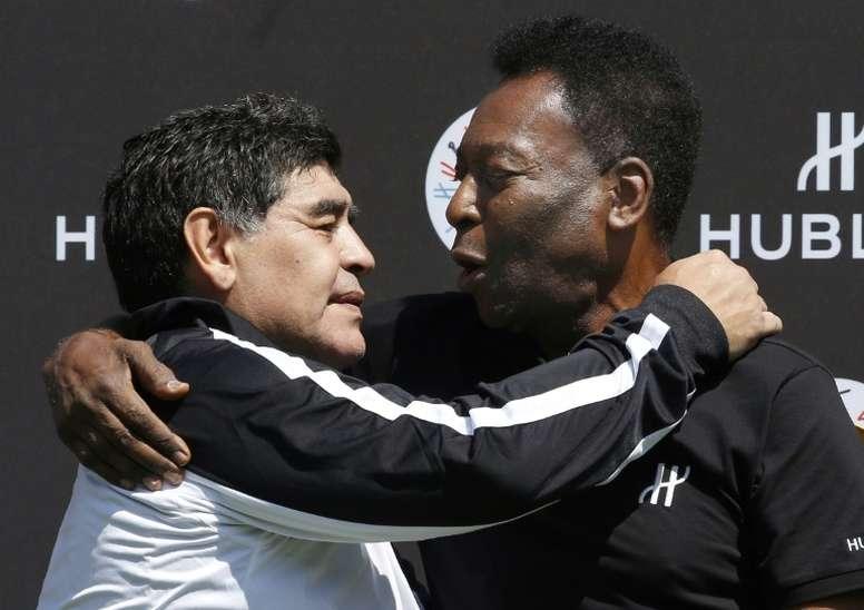 Pele (R) wished Diego Maradona (L) a happy birthday on Friday. AFP