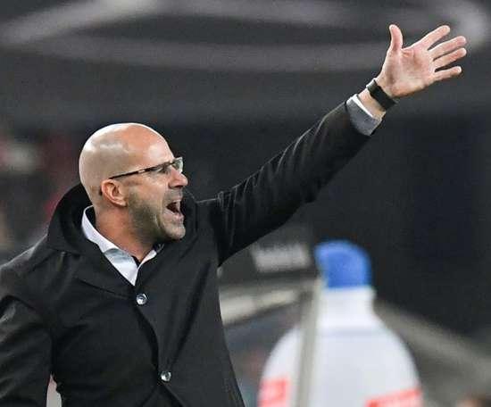 Las horas de Bosz en el Borussia podrían estar contadas. AFP