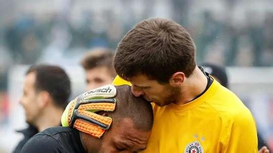 Partizan Belgrades goalkeeper Filip Kljajic (R) hugs Brazilian midfielder Everton Luiz as he leaves