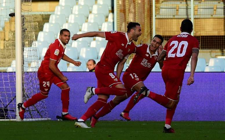 Sevillas midfielder Vicente Iborra (2ndR) celebrates with teammates after scoring. AFP