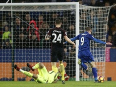Leicester Citys striker Jamie Vardy (R) on his way to scoring against Manchester City, accused of poor defending