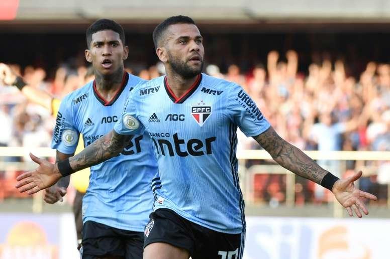 Dani Alves ha comenzado a sonar para cambiar de equipo en Brasil. AFP